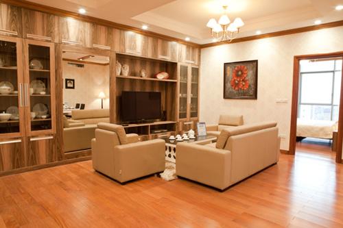Phòng ngủ của người đẹp được thông với phòng khách tạo không gian mở và vô cùng thuận tiện.