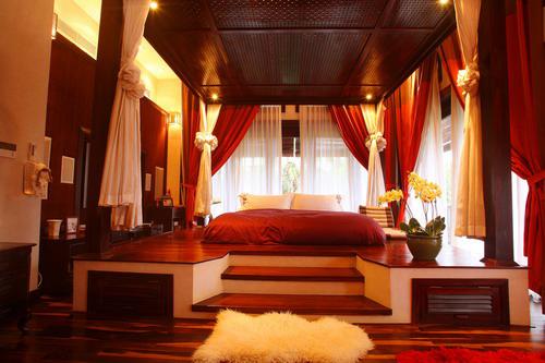 Nằm trong căn biệt thự sang trọng tại quận 2 TP HCM, phòng ngủ của vợ chồng Hà Kiều Anh khiến người ta liên tưởng tới phòng ngủ của vua chúa thời xưa.