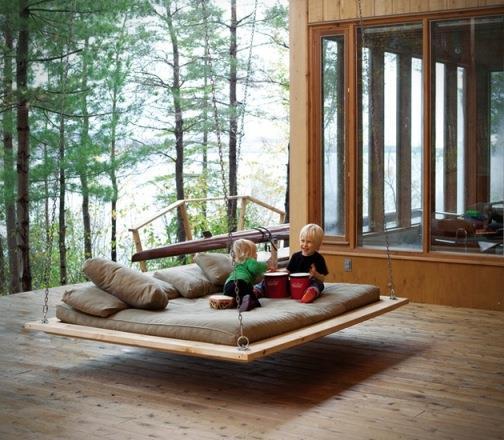 Hẳn lũ trẻ nhà bạn sẽ thích thú với chiếc giường này hơn rất nhiều so với chiếc võng.