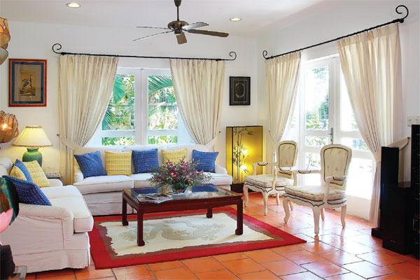 Phòng khách thoáng mát và vô cùng rộng rãi.