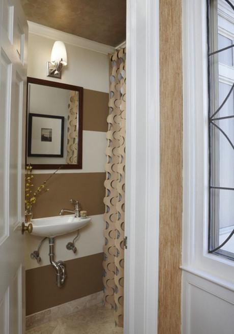 Cách thiết kế với những đường kẻ rộng, lớn có thể đánh lừa con mắt khi nhìn vào không gian phòng tắm nhà bạn.