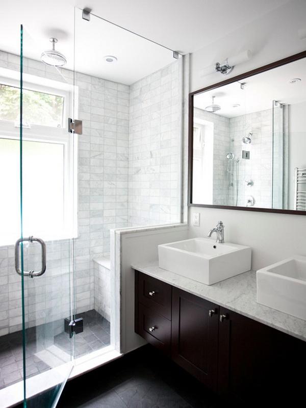 Sử dụng cửa sổ là biện pháp tốt nhất để lấy ánh sáng và diện tích cho phòng tắm nhỏ.