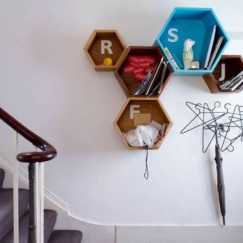 Bạn có thể tận dụng những đồ vật trang trí này như không gian lưu trữ trong nhà. Hẳn là vừa tiện lợi, vừa làm cho không gian trở nên ấn tượng.