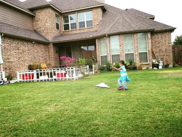 Các con của Hồng Ngọc rất thích vui đùa trong sân chơi này.