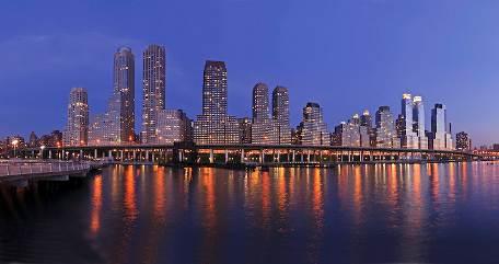 Trump Place nằm bên dòng sông Hudson là nơi an cư của giới thượng lưu Đông Manhattan (New York)