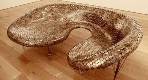 Bộ sofa này có thiết kế giống như da rắn.