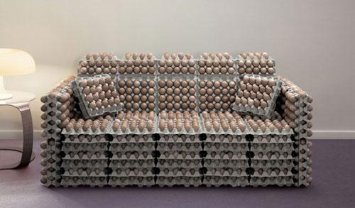 Sofa sáng tạo hình các khay trứng.