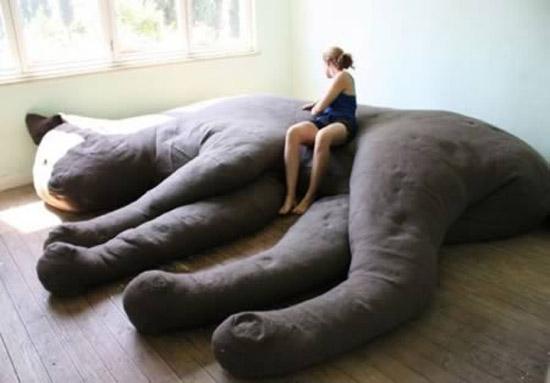 Khách đến nhà bạn chắc chắn sẽ ngã ngữa với hình thù kỳ quái của chiếc ghế sofa độc nhất này.