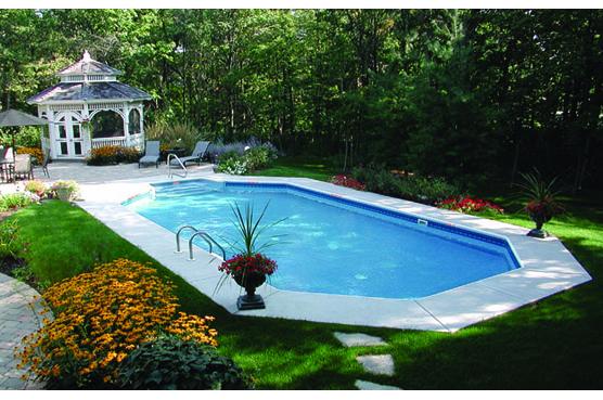 Hồ bơi tốt nhất nên nhỏ hơn so với kích thước của ngôi nhà.