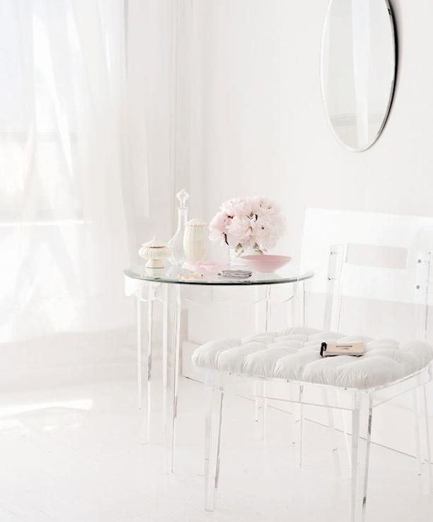 Món đồ nội thất này cũng rất thích hợp cho những cô nàng yêu sự tinh khiết.