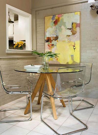 Những thiết kế đồ nội thất trong suốt không những giúp bạn hưởng thụ một cuộc sống tiện nghi, đầy đủ mà còn giúp không gian trở nên tháng đãng.