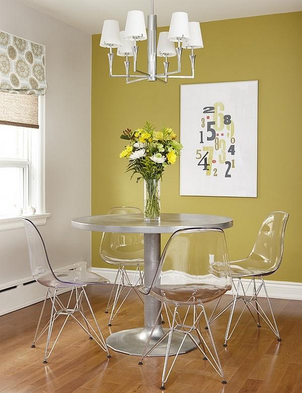 Khu bàn ăn vô cùng gọn gàng nhờ những chiếc ghế ăn trong suốt.