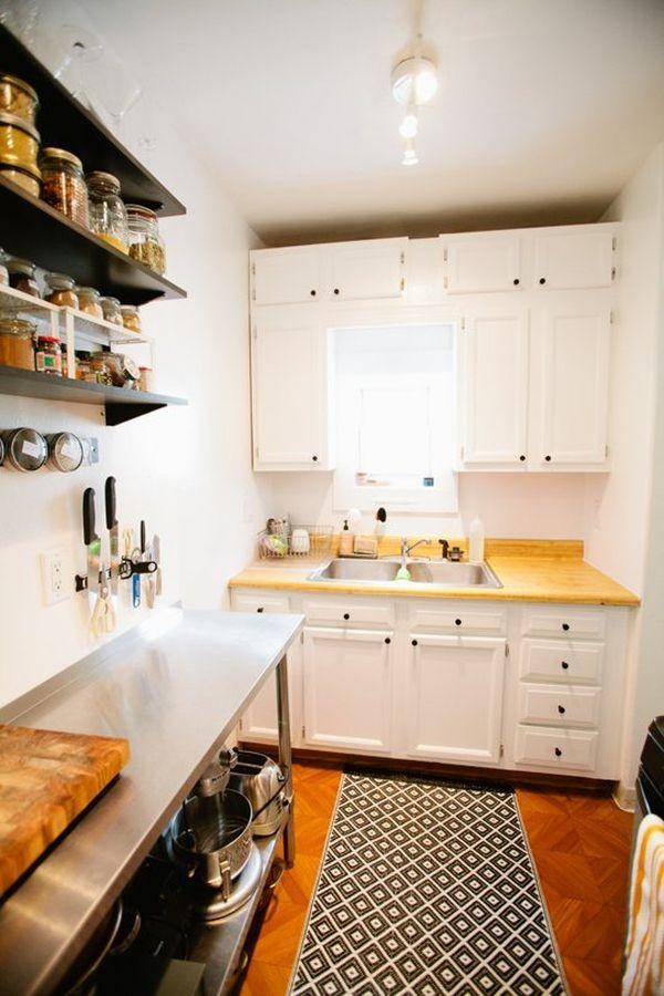 Với những kệ để đồ trên cao thế này sẽ giúp cho không gian bếp phía dưới trông thoáng và rộng hơn.
