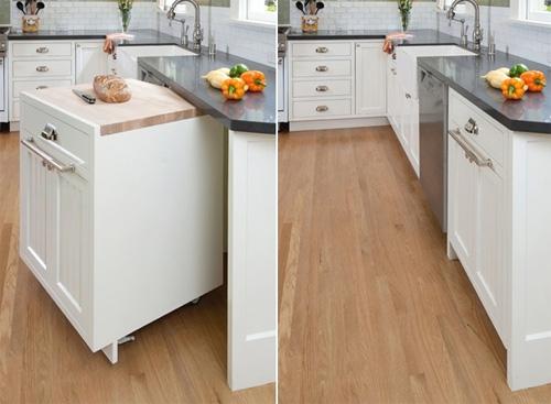 Sử dụng tủ di động là gợi ý tuyệt vời cho gian bếp nhỏ. Nếu bạn cần không gian rộng để làm một việc gì đó bạn chỉ cần di chuyển nó đi chỗ khác một cách dễ dàng.
