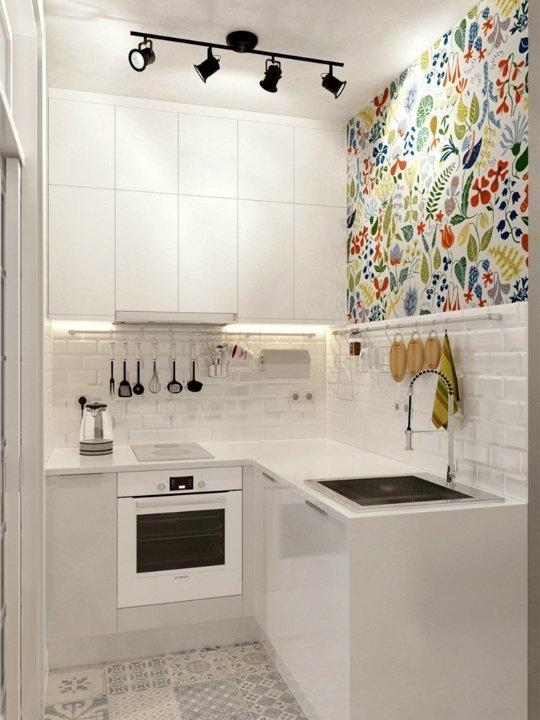 Hãy sử dụng nhiều móc treo để giúp căn bếp gọn gàng và sạch sẽ hơn.