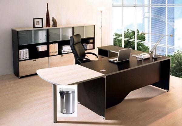Thùng rác đặt dưới bàn làm việc sẽ làm xua đuổi quý nhân.