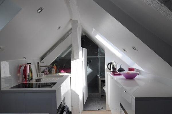Khu vực nấu nướng được bố trí dọc hai bên tường nhà để thuận tiện cho nấu ăn.