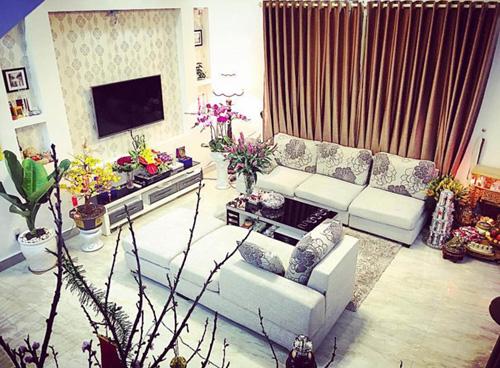 nội thất bên trong căn nhà được bài trí vô cùng hiện đại và sang trọng.
