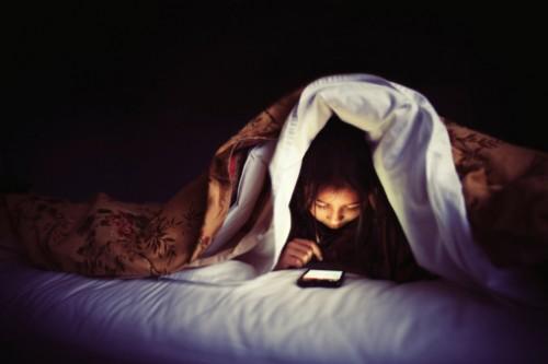 Để điện thoại trong phòng ngủ sẽ phá hỏng giấc ngủ của bạn.