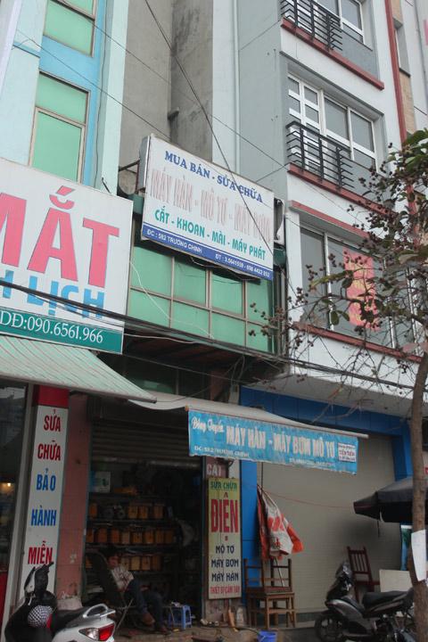 Căn nhà có diện tích chỉ đủ để kê một kệ hàng nằm trên phố Trường Chinh.