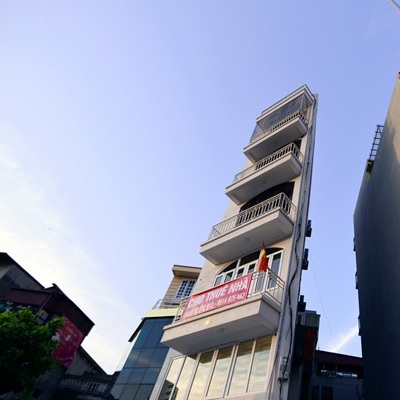 Còn đây là một ngôi nhà 6 tầng siêu méo ở ở phố Sơn Tây hướng đi Trần Phú.