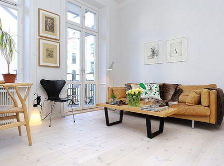 Di chuyển nội thất cách xa tường, bạn sẽ tạo ra một không gian nhất định giữa tường và nội thất, từ đó đem lại cảm giác phòng trông sâu và rộng hơn. Mẹo này luôn hiệu quả dù nội thất của bạn nhỏ gọn hay to lớn.