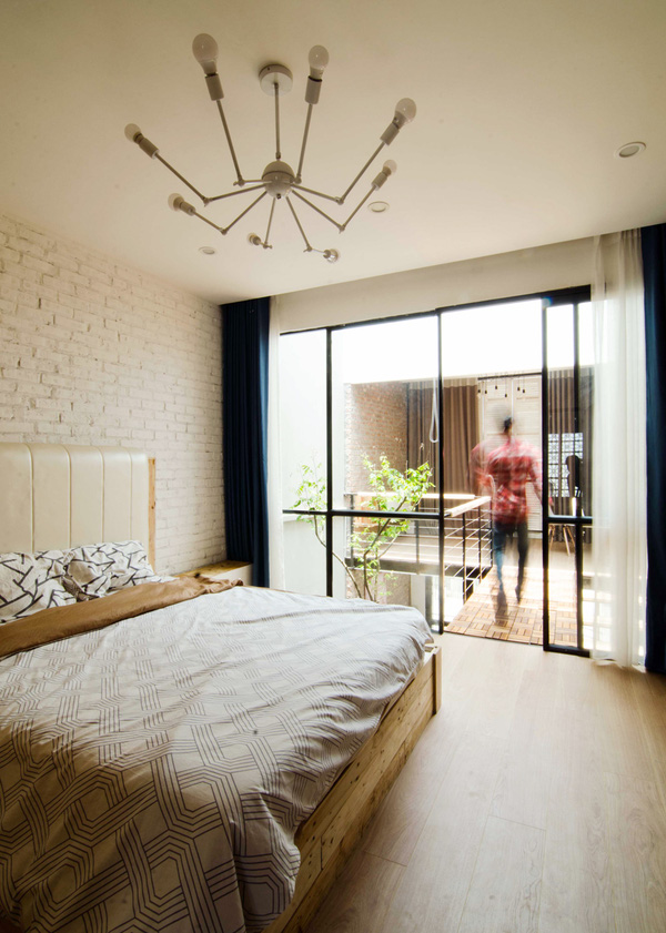 Phòng ngủ được thiết kế hiện đại ấm cúng
