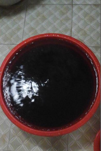 Một số thời điểm, nước sinh hoạt đen như...nước cống.