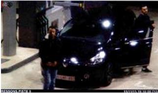 Abrini (bên phải) đi cùng Salah Abdeslam trên đường đến Paris, hai ngày trước khi xảy ra khủng bố tại Paris. © afp.