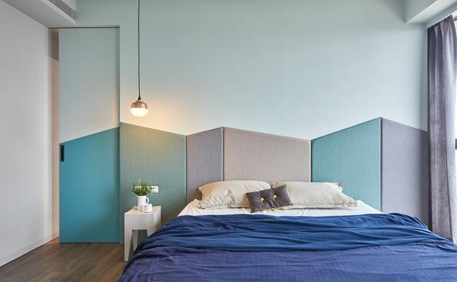Phòng ngủ của bố mẹ cũng được thiết kế vô cùng nhẹ nhàng và đơn giản.
