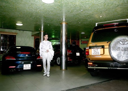 Còn đây là tầng hầm, nơi để siêu xe của Ngọc Sơn.
