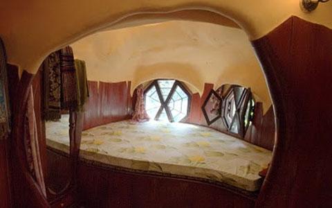 Đây là một trong những phòng ngủ trong Khách sạn hốc cây.