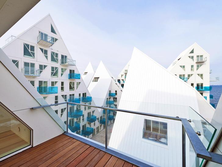 Công trình được chọn vị trí ở phía ngoài rìa của cảng biển Arhust, và bao gồm 208 căn hộ. Đây là một trong những công trình đầu tiên trong dự án tạo nơi định cư cho 7000 cư dân và 12000 việc làm.