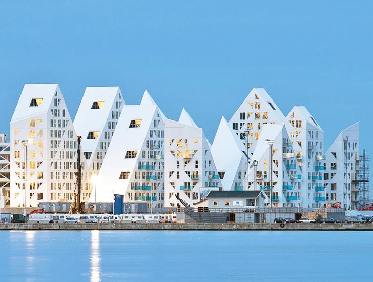 Việc thiết kế công trình với nhiều hình dạng khác nhau để đạt được mục đích về kiến trúc được tính toán rất kỹ lưỡng, đã tạo ra những ban công, hướng nhìn và các hình dạng khác nhau cho từng căn hộ.