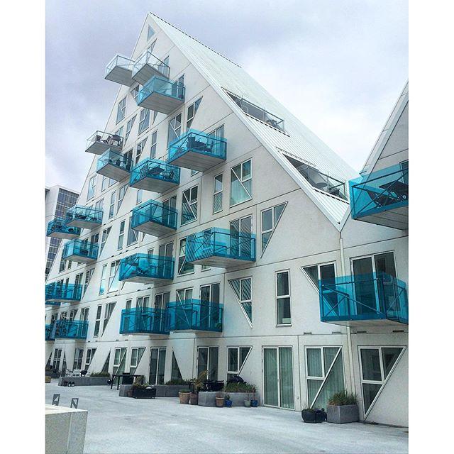 """Tảng băng trôi-Iceberg"""" trở thành một điểm nhấn không chỉ cho cảng biển Aarhust, mà còn là một nét chấm phá cho kiến trúc vùng Bắc Âu."""