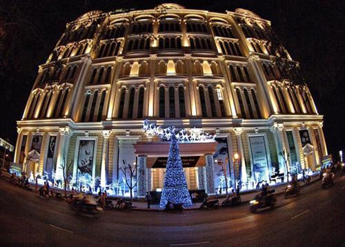 Hiện tại Saigon Paragon được xem là như là nơi quen thuộc của người dân Phú Mỹ Hưng, là khu vui chơi giải trí, tham quan và mua sắm của nhiều du khách.