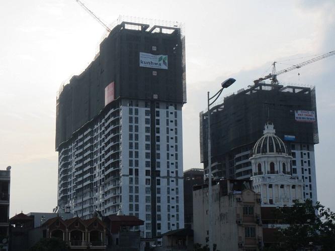 Có thể nói Tràng An Complex là một trong những dự án hiếm hoi có tiến độ xây dựng thần tốc trên thị trường BĐS Hà Nội hiện nay, cất nóc chỉ sau 1 năm xây dựng