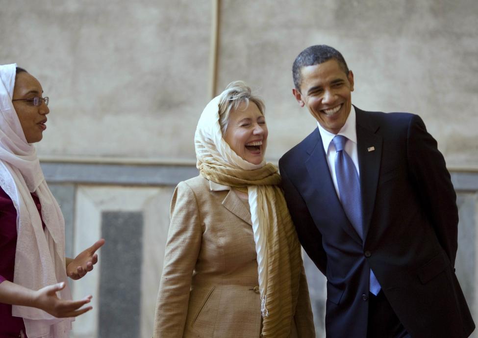 Tổng thống Obama và bà Clinton trong chuyến công du tại Cairo tháng 6/2009. Ảnh: Larry Downing / Reuters