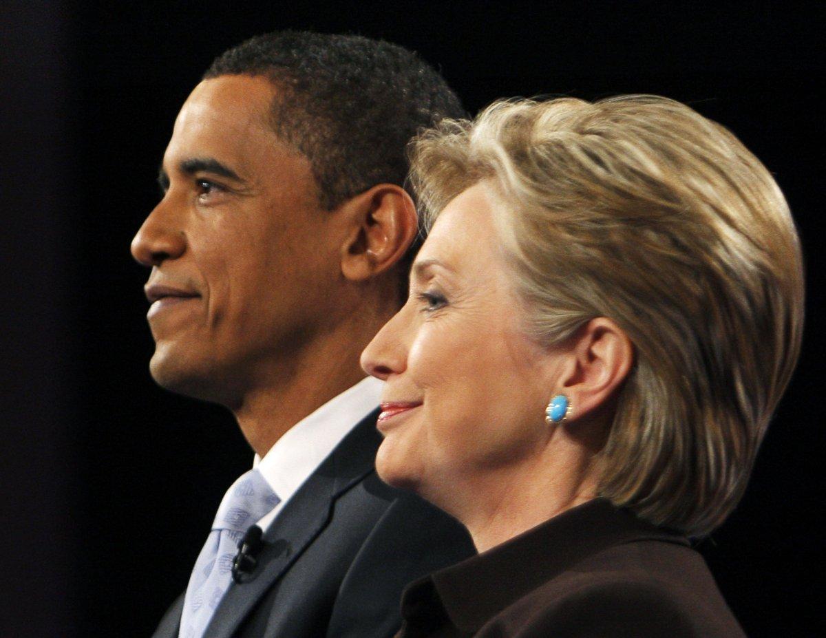 Ông Obama và bà Clinton cùng tham gia buổi tranh biện Tổng thống tại Hollywood, California tháng 1/2008 với vai trò là hai ứng viên Tổng thống. Ảnh: Brian Snyder/Reuters