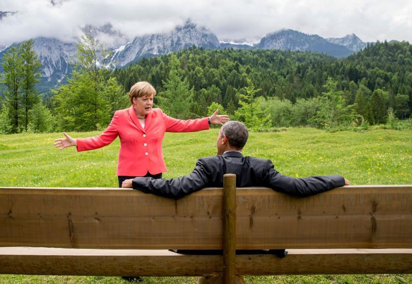 Bà Merkel nói chuyện với ông Obama bên ngoài lâu đài Elmau, gần Garmisch-Partenkirchen, Đức trong Hội nghị thượng đỉnh G7 năm 2015. Ảnh: Reuters