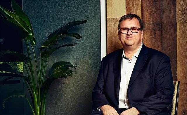 """10. Reid Hoffman</p></div><div></div></div><p></p><p><i>Chức vụ: Nhà đồng sáng lập mạng xã hội nghề nghiệp LinkedIn</i></p><p>Hoffman tham gia xây dựng một vài trong số những công ty công nghệ giữ vai trò """"thay đổi cuộc chơi"""" của thế giới như PayPal, LinkedIn và Facebook.</p><p>Với Linked, mạng xã hội nghề nghiệp ra đời năm 2002, Hoffman đã nắm bắt được mong muốn kết nối để thành công hơn của hàng triệu người có tham vọng thăng tiến cao hơn và thành công hơn trong sự nghiệp. Có ý kiến cho rằng Hoffman nhận thấy tiềm năng của mạng xã hội sớm hơn bất kỳ ai, giống như Albert Einstein và thuyết tương đối."""