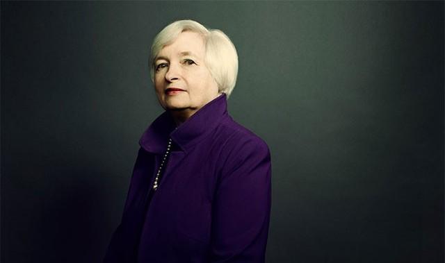 1. Janet Yellen</p></div><div></div></div><p></p><p><i>Chức vụ: Chủ tịch Cục Dự trữ Liên bang Mỹ (FED)</i></p><p>Bà Janet Yellen, 69 tuổi, đã giữ cương vị thống đốc ngân hàng trung ương của nền kinh tế lớn nhất thế giới trong hơn 1 năm. Nhiệm vụ quan trọng nhất của bà hiện nay là ra quyết định tăng lãi suất đồng USD lần đầu tiên sau gần 1 thập kỷ vào thời điểm phù hợp. Thời gian qua, bất kỳ tín hiệu lãi suất nào từ FED cũng có thể khiến thị trường tài chính toàn cầu biến động. Tuy vậy, bà Yellen đã thể hiện bản lĩnh của một vị thống đốc luôn bình tĩnh và cẩn trọng.