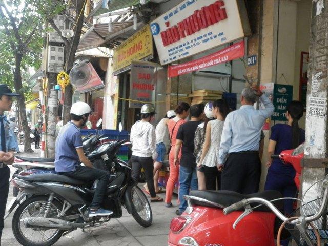 Sáng 17.9, tại cơ sở 201 hãng bánh trung thu Bảo Phương vẫn hoạt động bình thường, rất nhiều người đến mua.