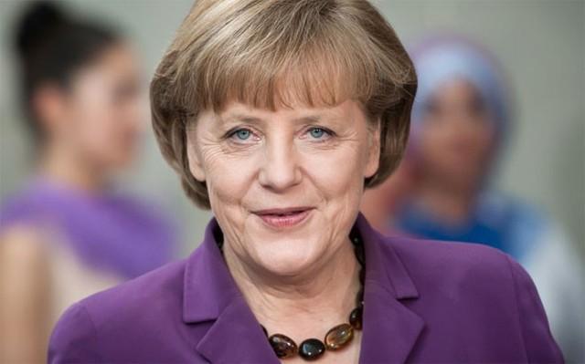 """9. Angela Merkel</p></div><div></div></div><p></p><p><i>Chức vụ: Thủ tướng Đức</i></p><p>Bloomberg cho rằng, Liên minh châu Âu (EU) từng có một khoảng trống quyền lực, nhưng khoảng trống đó đã được Thủ tướng Đức Angela Merkel lấp đầy. Bà Merkel là """"người quản gia"""" quyền lực của nền kinh tế lớn nhất châu Âu. Vai trò của bà đã được thể hiện rõ qua cuộc khủng hoảng nợ công của Hy Lạp và gần đây là cuộc khủng hoảng nhập cư của khu vực."""