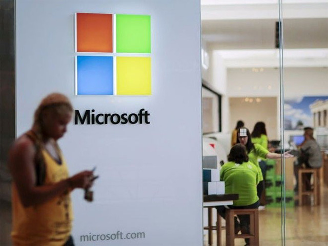 5. Microsoft</p></div><div></div></div><p>&nbsp;</p><p><i>Doanh thu năm 2014: 86,83 tỷ USD</p><p>Số nhân viên: 118.000</i></p><p>Doanh thu&nbsp; của Microsoft năm 2014 tăng 11%. Doanh số máy tính bảng của hãng đang tiếp tục tăng trưởng. Riêng trong quý 4/2014, máy tính bảng Surface mang về doanh thu 1 tỷ USD, tạo nguồn lợi nhuận đáng kể.</p><p>Về ảnh hưởng trên truyền thông xã hội, Microsoft đạt điểm số gần tuyệt đối 99/100, ngang bằng với đối thủ Amazon - Nguồn: Business Insider.</p><p>