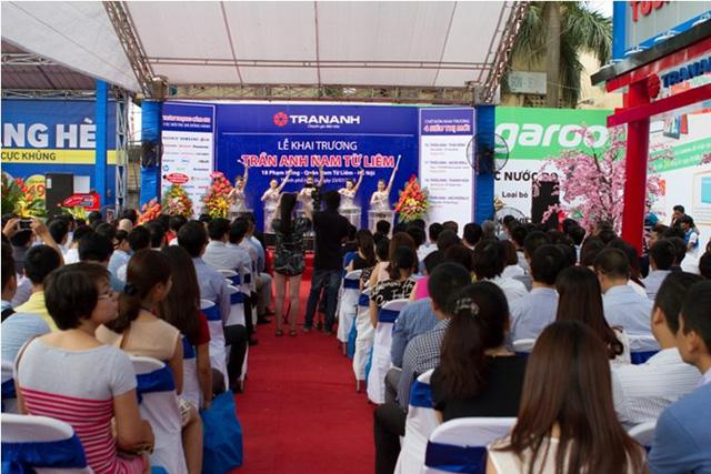 Ngày 23/7/2015, CTCP Thế giới số Trần Anh tưng bừng khai trương điểm kinh doanh tại số 18 Phạm Hùng. Thời điểm này, quyết định đình chỉ thi công do chính quyền địa phương ban hành vẫn có hiệu lực (!).