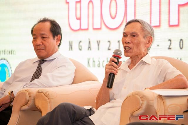 Ông Trương Đình Tuyển trao đổi tại diễn đàn