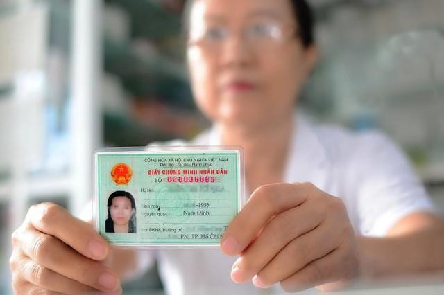 Bà T.T.T.N. (ngụ tại Q.Phú Nhuận, TP.HCM) có số CMND 020036885 trùng với số của ông B.N.T. (ngụ tại Q.11) - Ảnh: T.T.D.