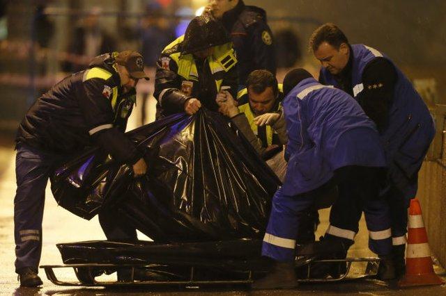 Hiện trường vụ án mạng hôm 27-2 tại Moscow - Ảnh: Reuters