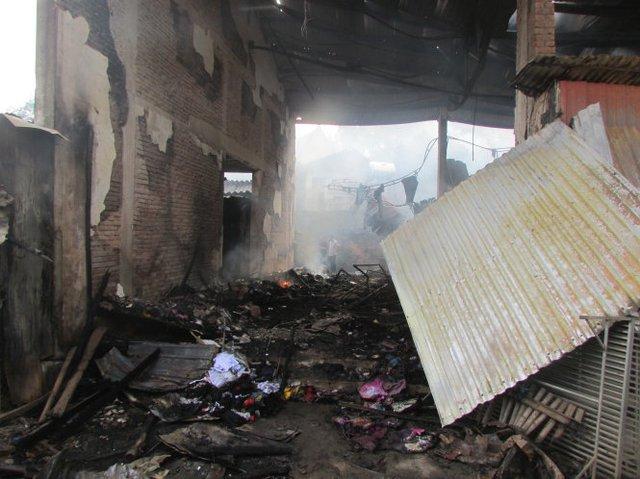 Cảnh tan hoang sau vụ cháy